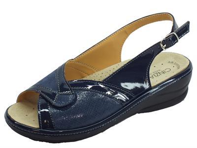 Articolo Cinzia Soft sandali linea comoda vernice e tessuto elasticizzato blu fondo antiscivolo