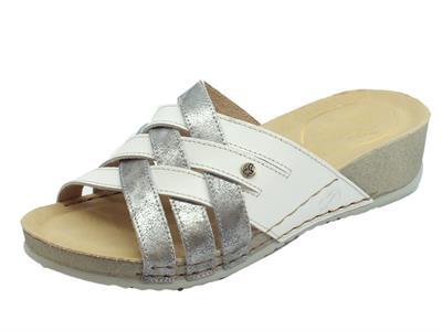 Articolo Fly Flot Sandali donna in pelle intrecciata grigio e bianca zeppa media