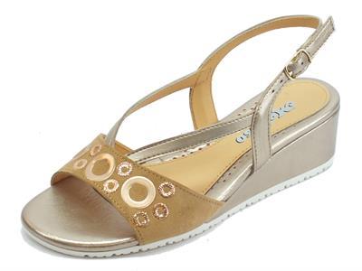 Melluso sandali in pelle oro con zeppa bassa fibbietta laterale