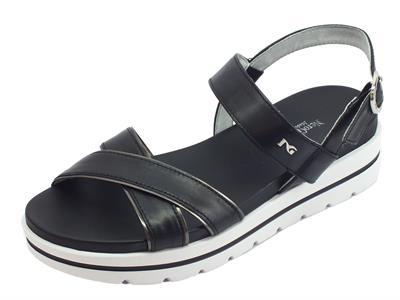 Articolo NeroGiardini P908213D Leon Nero sandali zeppa bassa in pelle nera