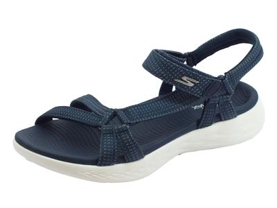 Articolo Sandali Brilliancy Skechers on the go per donna in tessuto navy zeppa bassa