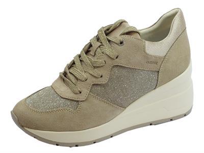 Articolo Sneakers Geox per donna in camoscio taupe e glitter argento zeppa alta