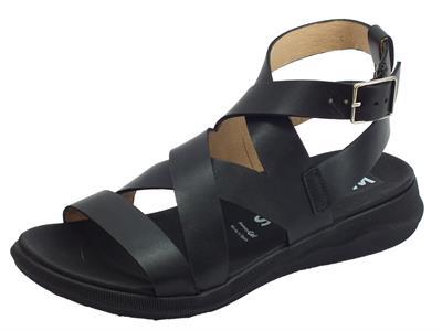 Wonders Pergamena sandali per donna in pelle nera zeppa bassa