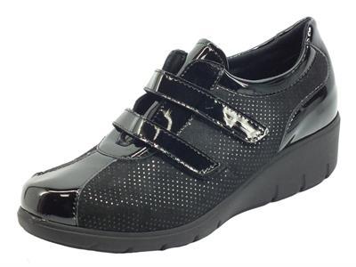 Cinzia Soft IOP3000VSS Nero Sneakers confort in nabuk satinato e vernice doppia chiusura strappo
