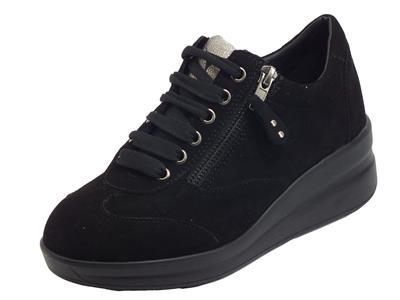Articolo Cinzia Soft IV13794 Black Sneakers confort per Donna in nabuk con lacci e lampo