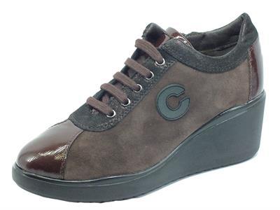Articolo Cinzia Soft IV13895 Testa di Moro Sneakers confort in nabuk e vernice con lacci, lampo e zeppa media