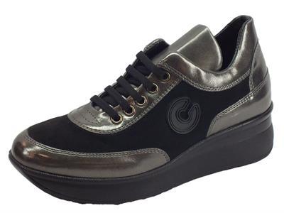 Articolo Sneakers Confort Cinzia Soft per donna in camoscio nero e pelle grigia