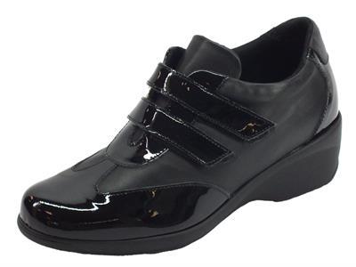 Articolo Sneakers Confort Cinzia Soft per donna in pelle e vernice nera