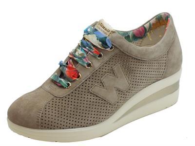 Articolo Sneakers Melluso Walk per donna in nabuk traforato corda