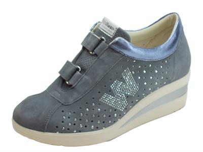 Sneakers Melluso Walk per donna in nabuk traforato jeans doppio strappo