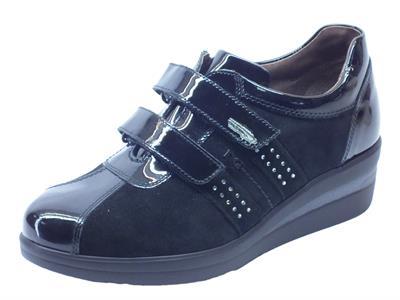 Articolo Sneakers NeroGiardini per donna in vernice e camoscio nero doppio strappo