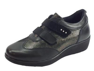 Articolo Sneakers Sabatini per donna in nappa e vernice nera effetto pitonato argento