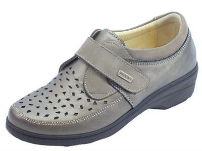 Articolo Sneakers Susimoda linea conform in pelle e nabuk piombo e taupe con strappo