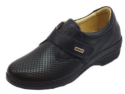 Articolo Sneakers Susimoda linea conform in pelle nera con sottopiede estraibile