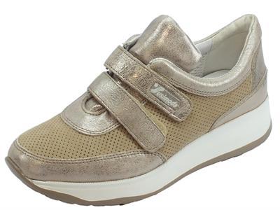 Articolo Sneakers Susmoda in pelle e scamosciato colore sasso chiusura a strappo