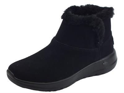 Articolo Tronchetti Skechers On-The-Go in camoscio nero e fodera in eco-pellicciotto nero