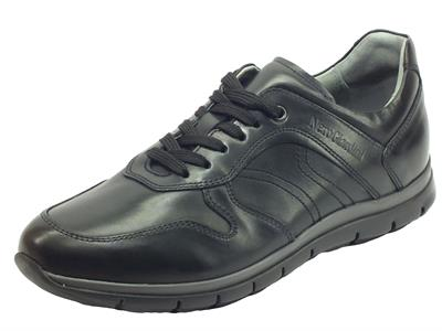 Articolo NeroGiardini I001700U Golf Nero Scarpe sportive ed eleganti per uomo in pelle
