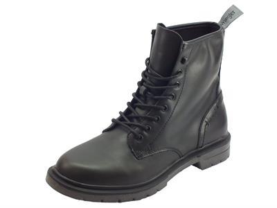 Articolo Anfibio per uomo Wrangler Spike Boot in ecopelle nera