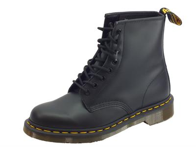Dr. Martens 1460 Black 10072004 Smooth anfibi uomo in pelle abrasivata nera cuciture gialle