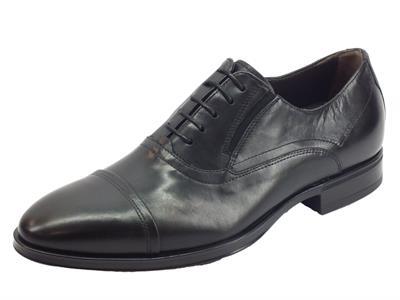 Articolo NeroGiardini A901102UE Golf Nero Scarpe eleganti per Uomo in pelle nera
